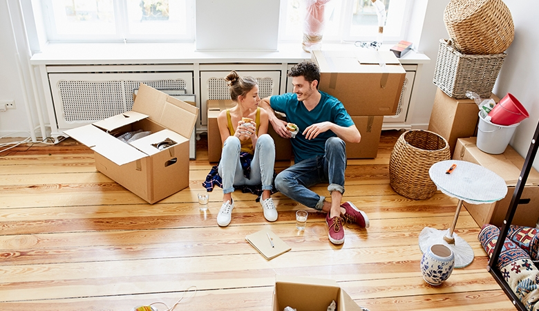 Couple packing their apartment